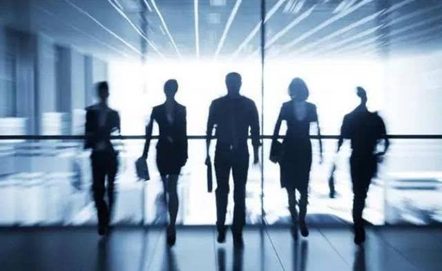公司的发展与用人:高层要严,基层要宽;少用毕业生,多用社会人