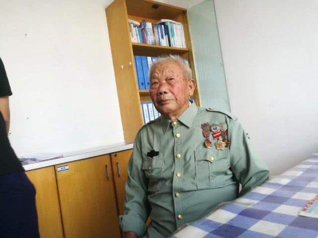 """""""人民功臣""""南征北战立功 9 次,回浏阳当煤矿工人"""