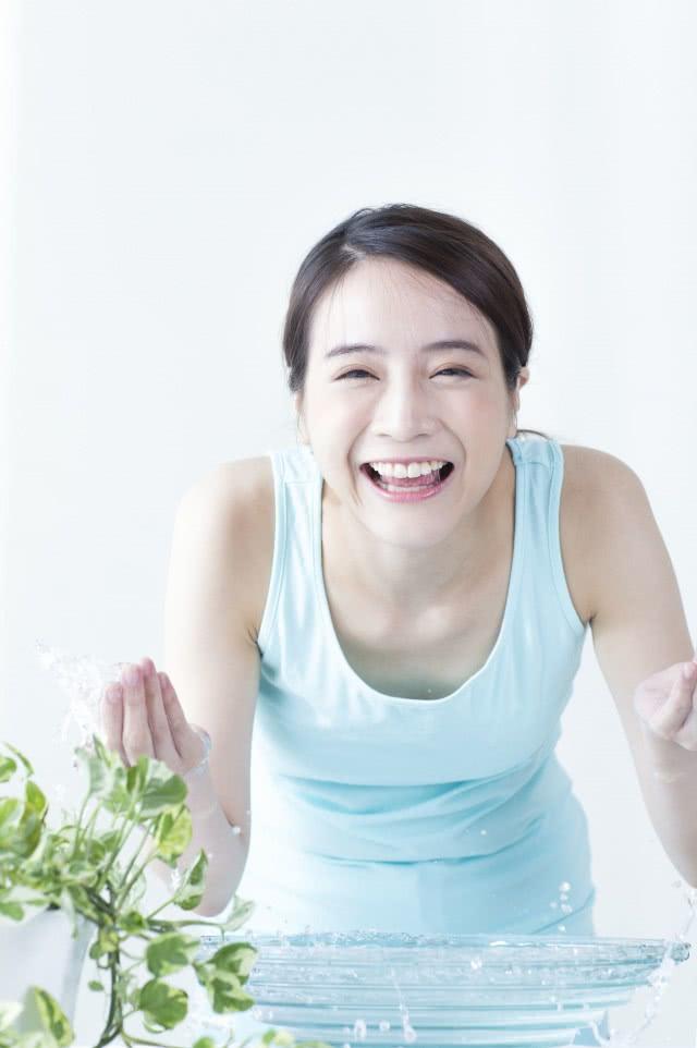 做完面膜后脸发红发烫怎么办 四招治过敏的措施助你恢复健康