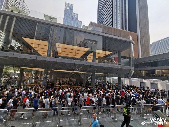 华为Mate30系列销量势如破竹:开售3小时卖出100万台 多色卖断货