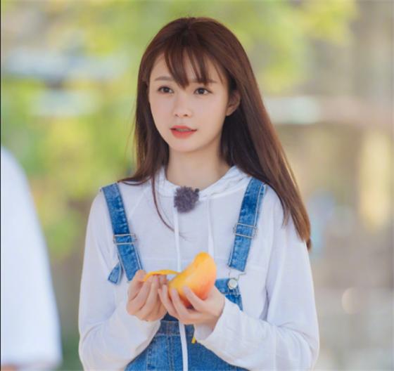 沈梦辰为什么一直留刘海,看到她没刘海的样子:海涛太有福气!