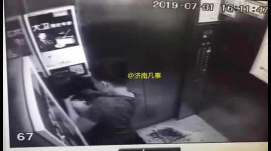 13岁女孩在电梯内被一男子手掐脖子20余秒 监控拍下恐怖一幕