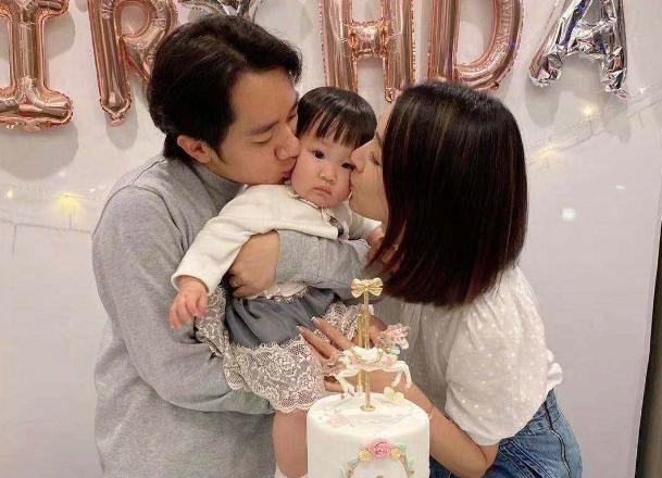 王祖蓝模仿小朋友超呆萌,像极1岁女儿,李亚男基因没遗传到
