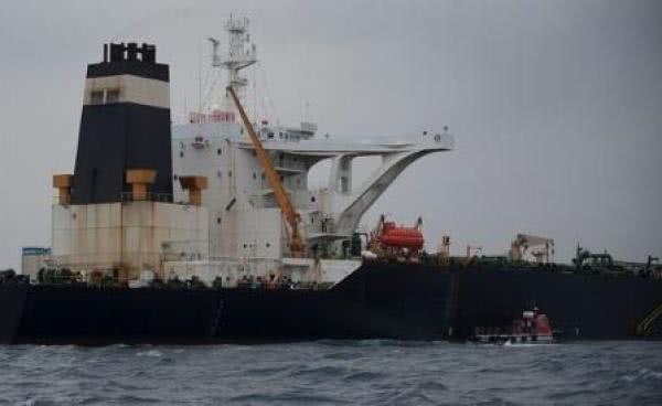 神秘买家出手,接盘伊朗200万桶石油?美封锁行动或宣告失败