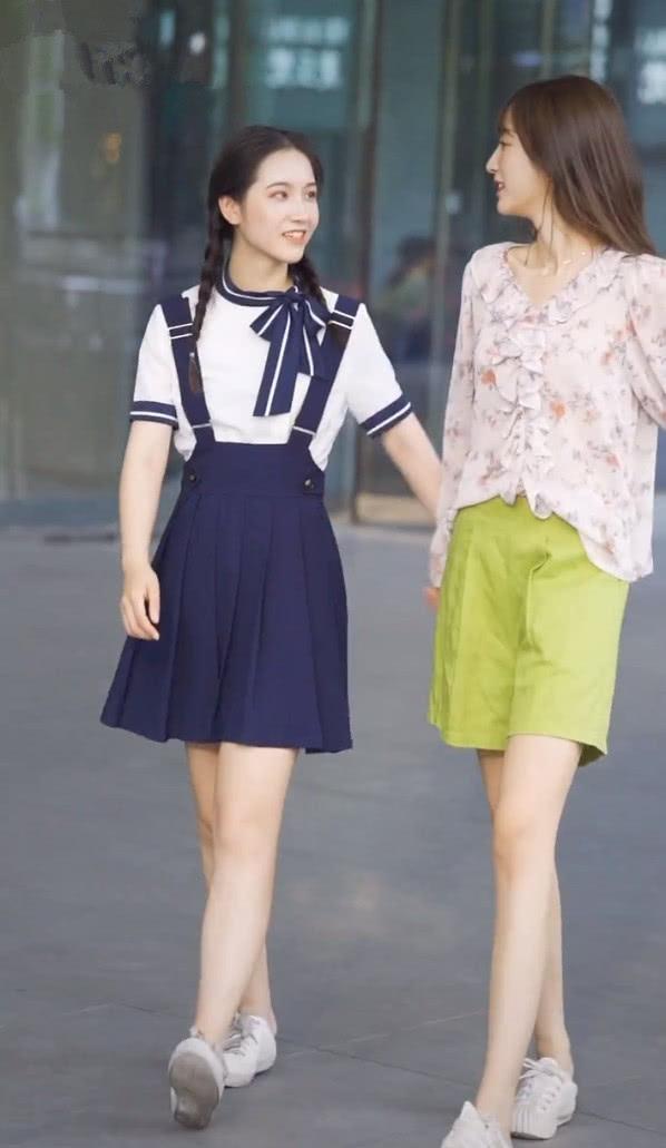 闺蜜出街最好示范:腿短穿裙,个高选五分裤,包你一整年都时髦!