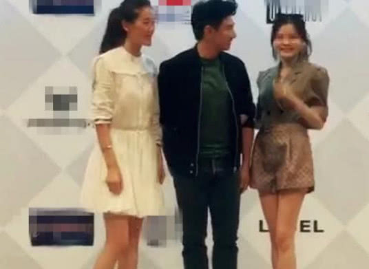 拒绝女粉丝挽手要求,吴奇隆霸气宣示老婆主权:小心点我有老婆!