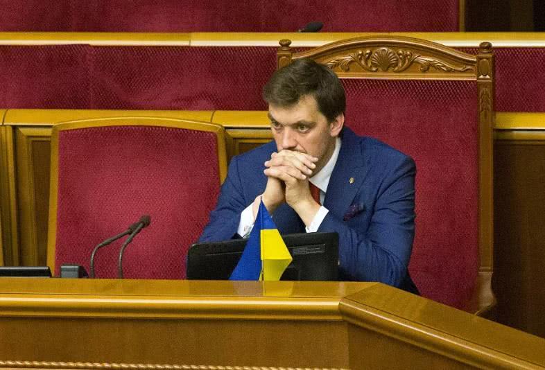 乌克兰传出坏消息,新总理上任不到半年就请辞,泽连斯基后院起火
