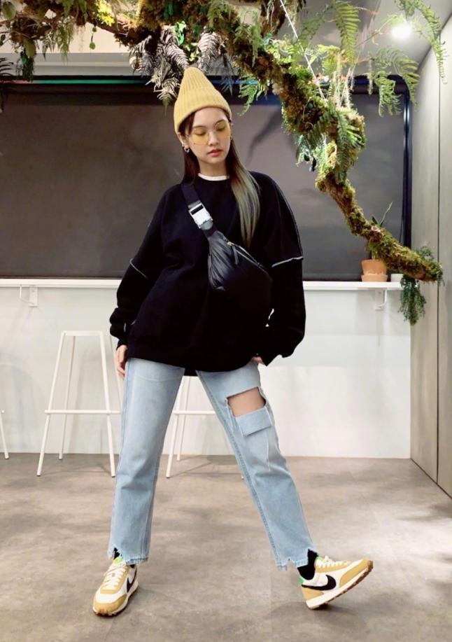 """杨丞琳的""""变形裤""""彻底火了,弯腿那一刻,时尚感爆棚"""