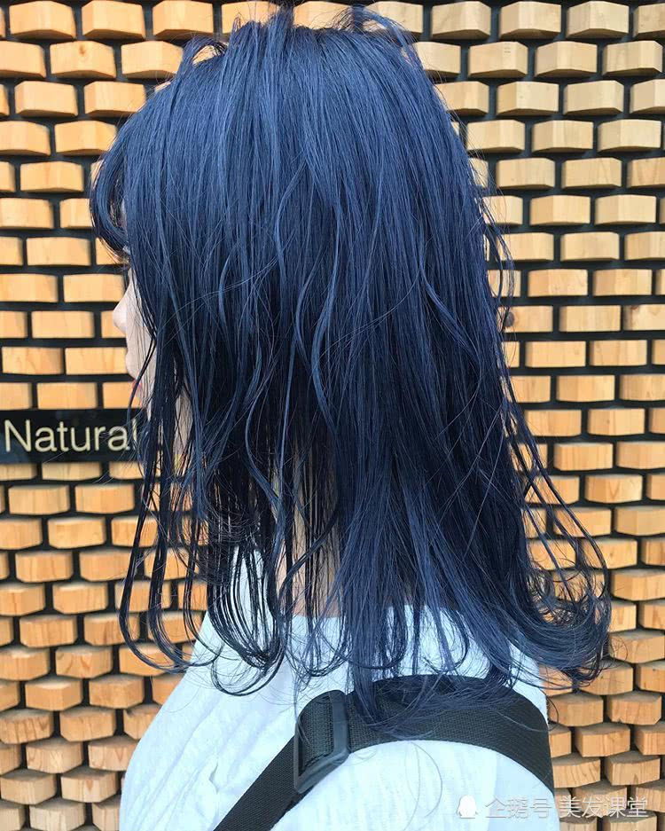 <b>流行发色来袭,尝试今年流行的微潮色,选对颜色发型才更加分</b>