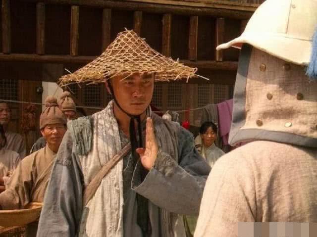 朱元璋到少林寺问:朕也需要跪拜佛祖吗?方丈1句话,保住全寺人性命!