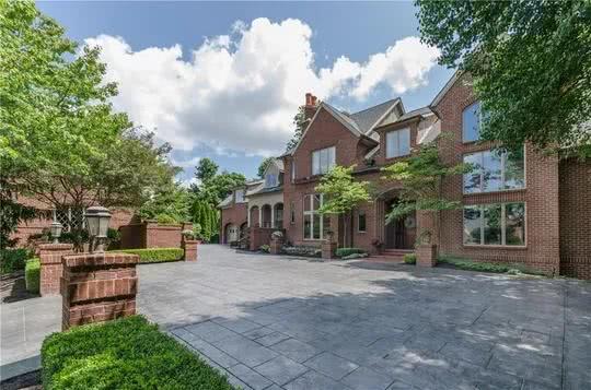 拉里伯德六千平豪宅卖出,十六年前330万购入,今仅售220万