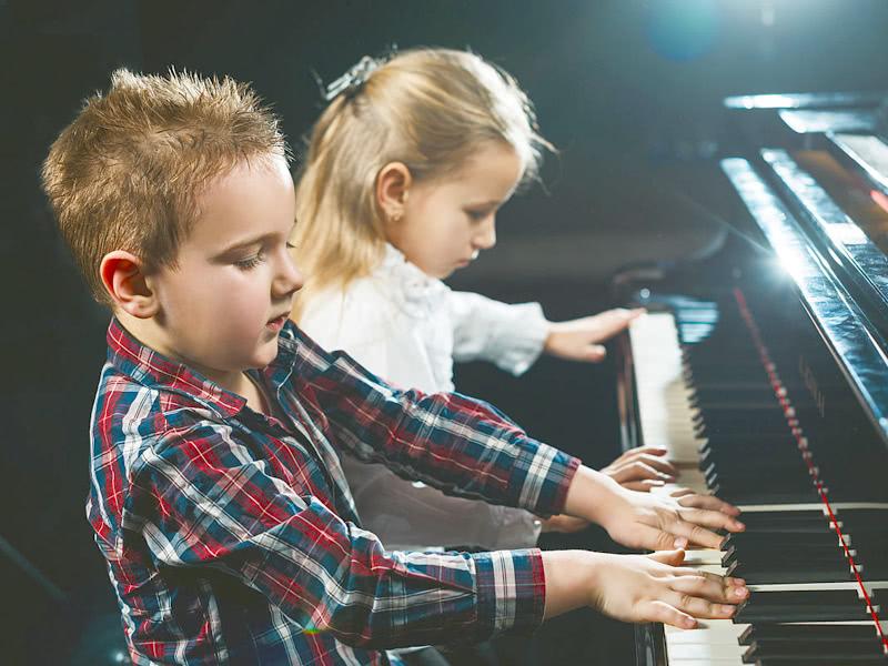 父母该不该让孩子学一门艺术?花时间耗金钱,对孩子的成长好吗