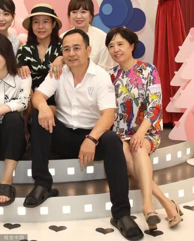 杨幂爸妈捧场董璇新餐厅开业,杨幂继承了谁的颜值?