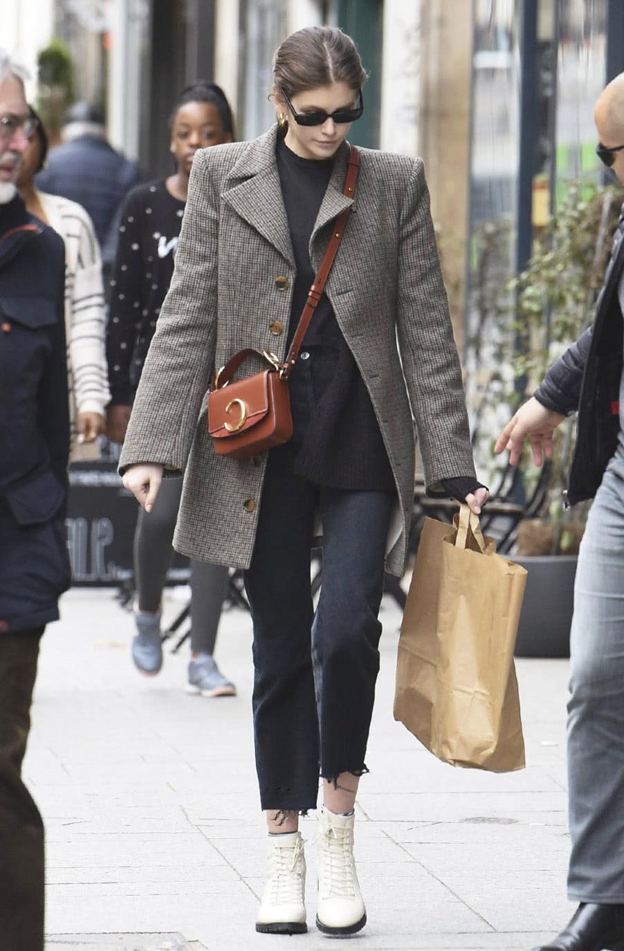 """时尚""""趁现在"""",冬季凹造型用马丁靴,轻松""""逃离""""寒冷感"""