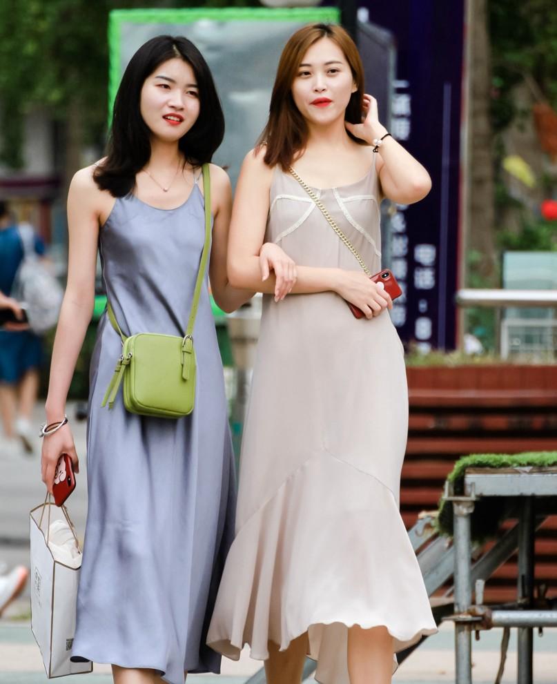 咱俩穿的都是裙子,你咋还多出一抹绿愣是让学生党种草了!