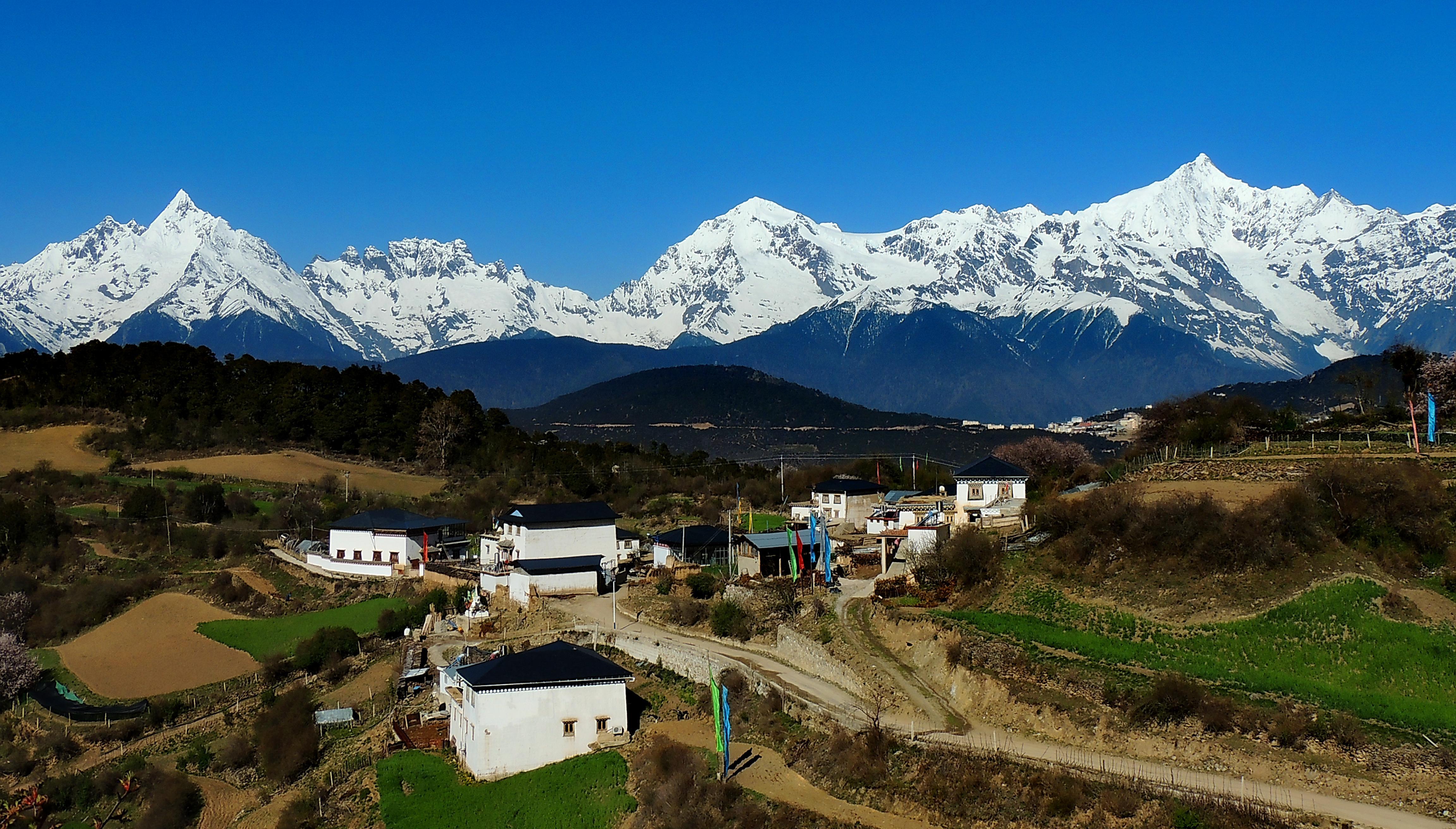 <b>世界上最美之山,无人登顶的处女峰,你知道它在哪吗</b>