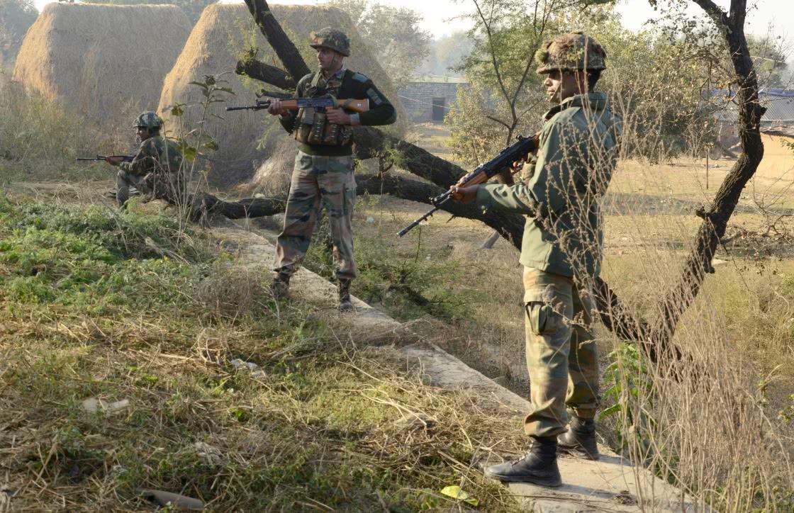 印度10万重兵围堵巴铁,后方传来不幸消息,头号战机失控爆炸