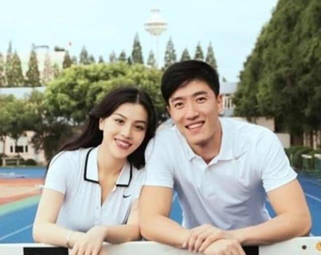 36岁刘翔罕见现身公开秀恩爱太甜,对比前妻葛天门当户对太重要
