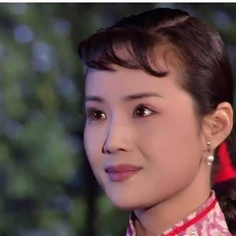 无论黄春还是香秀,都受到白景琦奋不顾身的维护,而杨九红有原罪