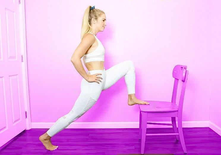 <b>4个简单的背部伸展动作,帮你赶走背部酸痛,在椅子上就能做</b>