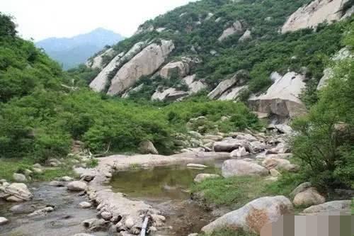 峡谷里面的七洞沟风景区,呼吸绿色自然的气息,享受温暖舒适的气候