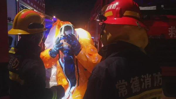 天然气罐车燃料泄漏,消防员5分钟生死排险关闭阀门