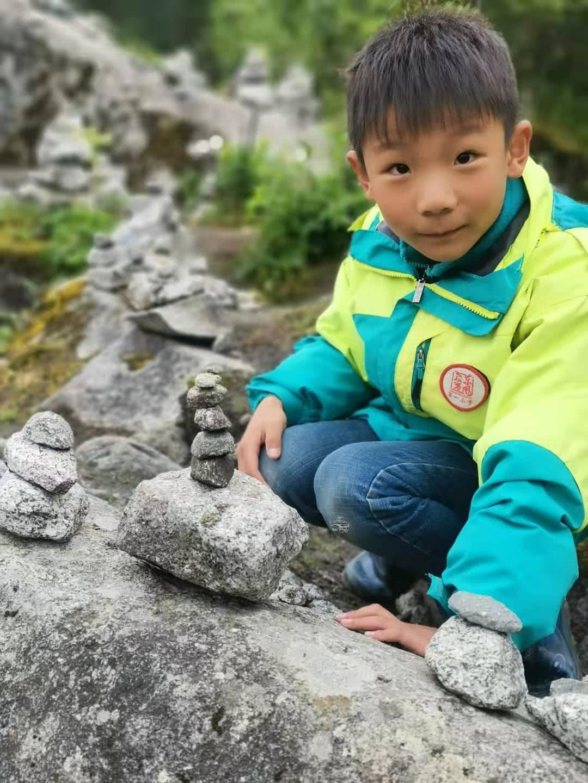 扩散!湖北8岁男孩海螺沟失联5天,200多人搜寻无果