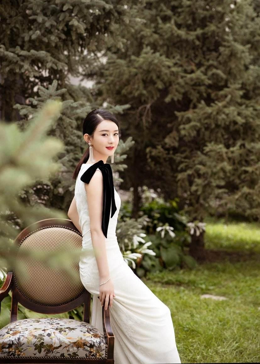 同穿白色仙女裙,赵丽颖,郑爽,杨紫,迪丽热巴哪一个惊艳到你了呢?