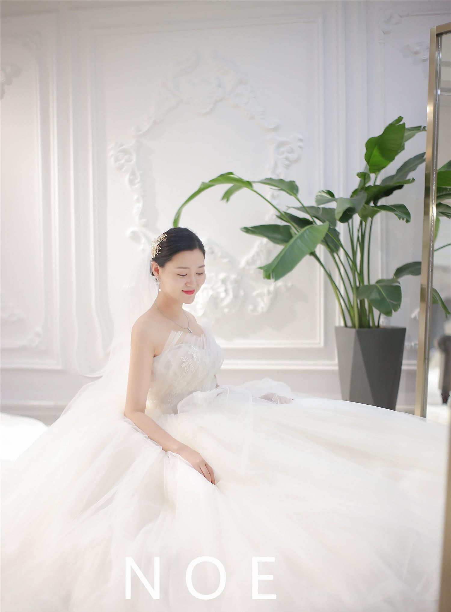 穿上这套婚纱 让她想有再结一次婚的冲动