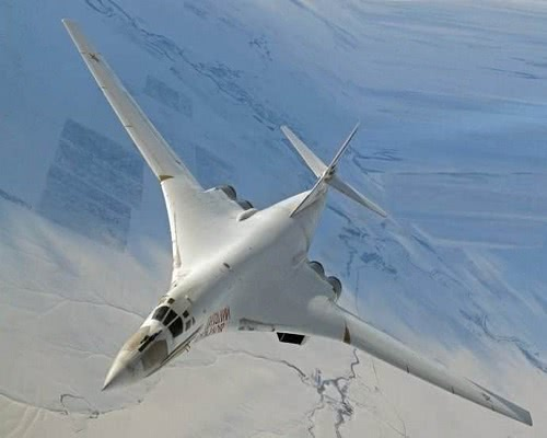 飞行员拿不到工资,把8架轰炸机开回老家,俄罗斯却兴奋了