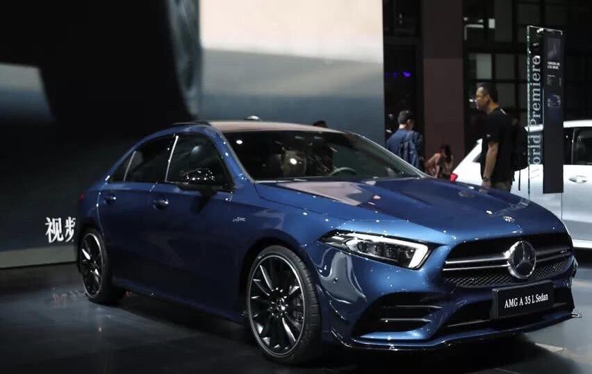 <b>国内首辆AMG车型,配备四驱系统,百公里加速4.9s</b>