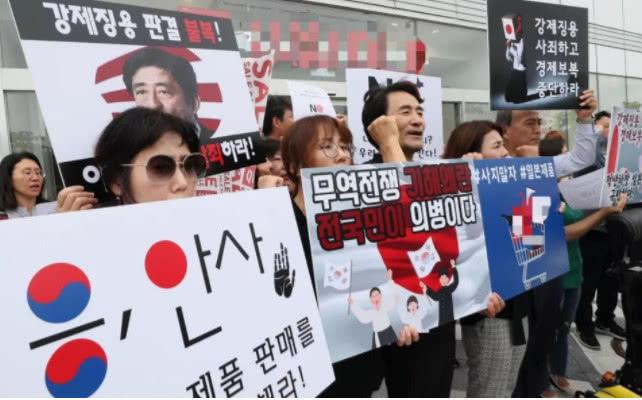"""日本列出一份""""制裁清单"""",直击韩国要害,文在寅连发3次警告"""