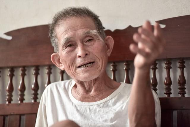 老汉每顿都吃8碗米饭,现80岁轻松爬树和干农活引网友热议