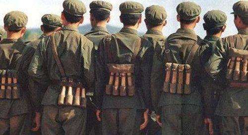 士兵把手榴弹挂胸前,万一被击中了怎么办真相不是这样的