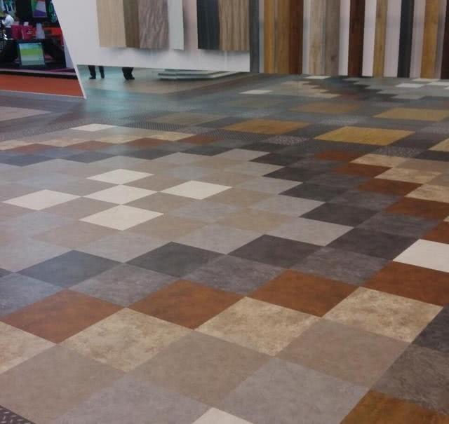 地板与瓷砖已经过时了,现在装修流行这种新材料,耐磨便宜更环保