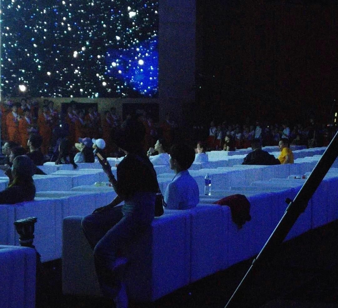 央视组织了明星大合唱,提前彩排的只有五个人,王俊凯是其中一个