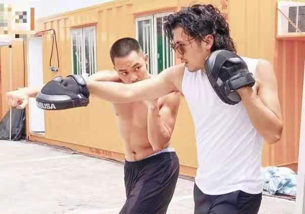 时隔13年谢霆锋与甄子丹再度合作 新片实景拍摄街头枪战火拼