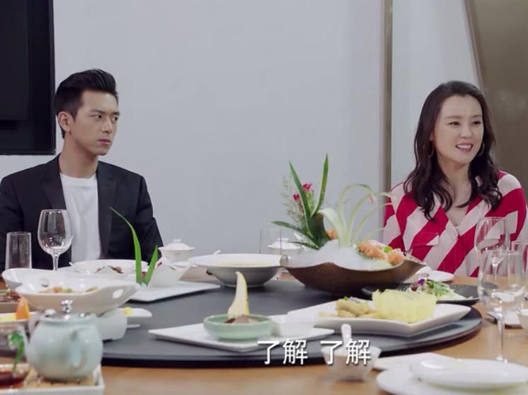 在现实生活中,韩商言后妈与佟年父母的这段对话,其实会起反作用