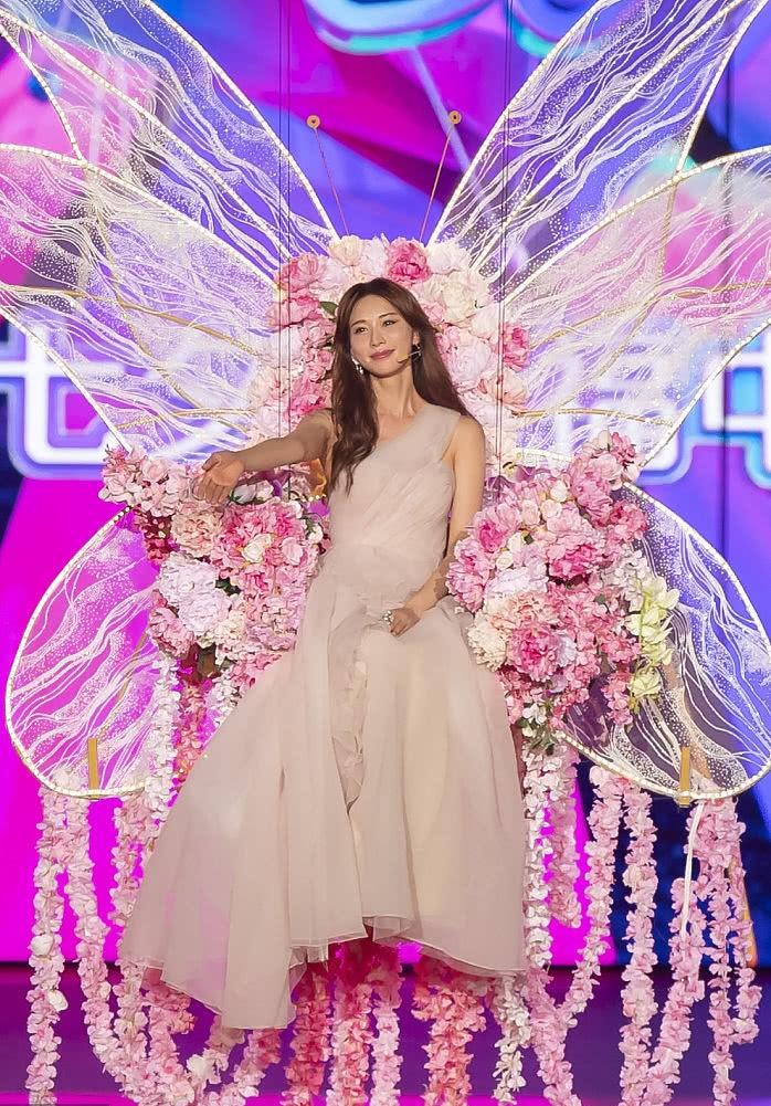 林志玲婚后首个七夕这样过!穿纱裙空降舞台观众不淡定了