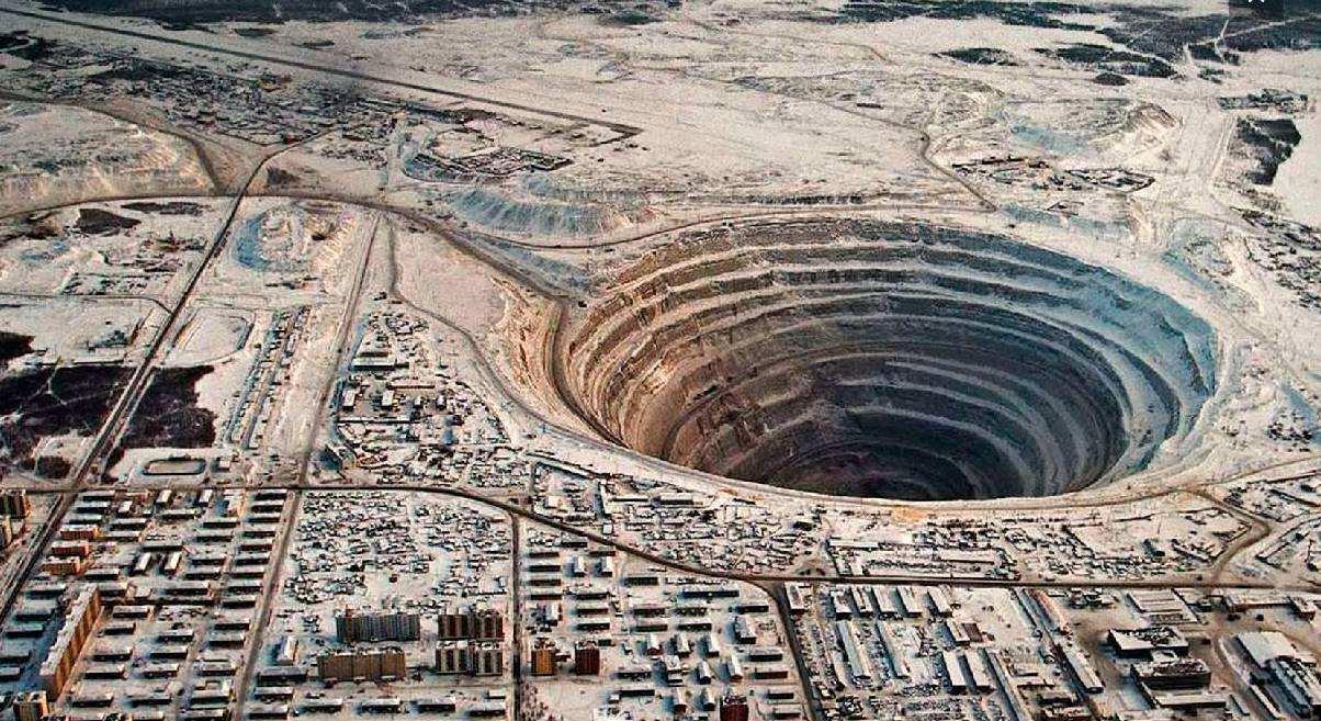 苏联科拉超深钻孔,挖到12262米被突然叫停,真相至今成谜