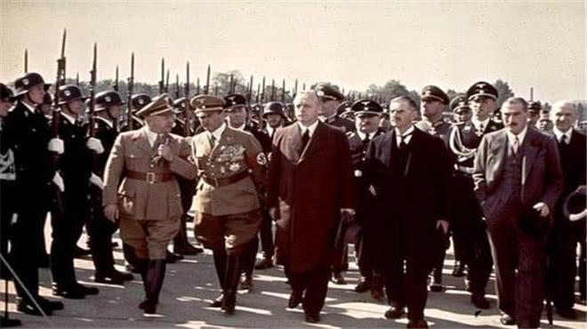 """<b>希特勒有多喜欢这只狗?连""""第一夫人""""都嫉妒,结果却很凄惨</b>"""