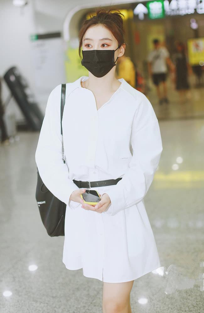 这还是马甲线女王袁姗姗?衬衫裙下的真实腿围很扎心,该减肥了!