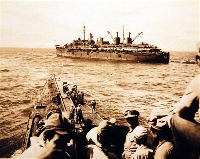 二战美军很傲娇刚把30名日军从海里救起,却因一件事又扔回去