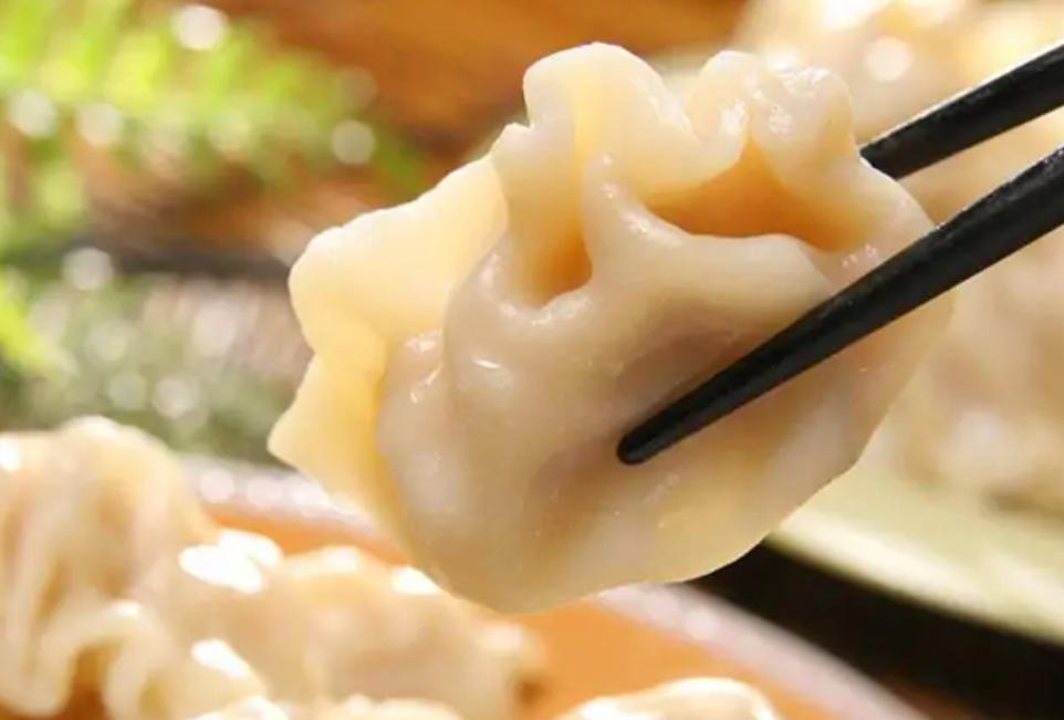 煮饺子为什么总是破皮?大厨教你一招,饺子不破皮也不粘连!
