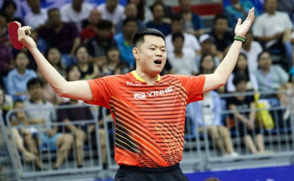 """乒乓球全锦赛男单决赛:""""常青树""""侯英超时隔19年重夺冠军"""