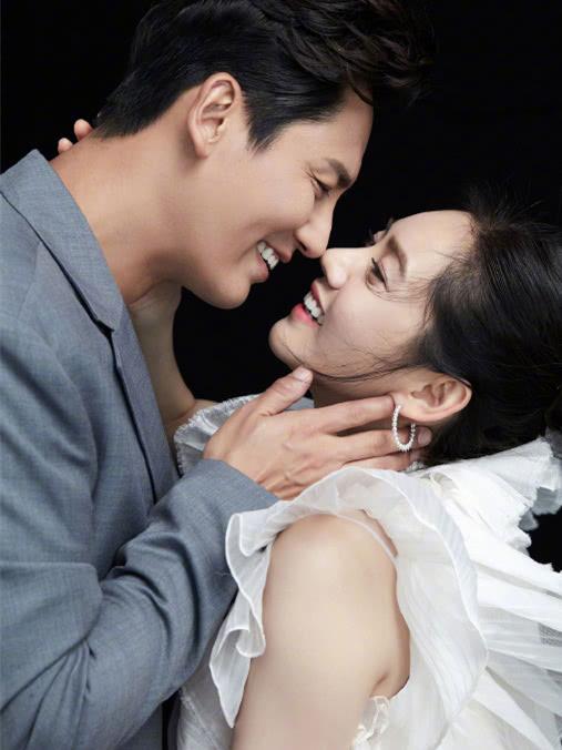 秋瓷炫于晓光大秀恩爱,连换5套情侣装造型,是恋爱的酸臭味!