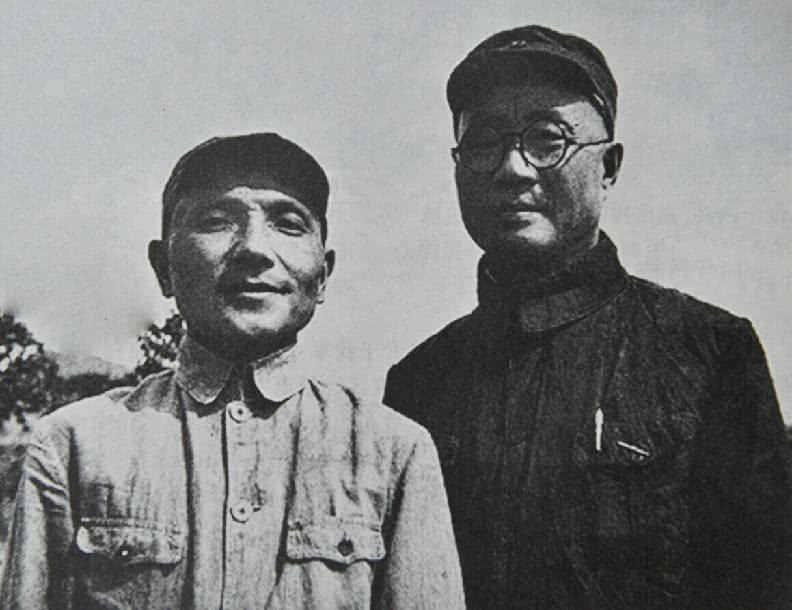 刘伯承、邓小平等人罕见合影照,图4淮海战役总前委合影