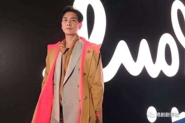 前TVB小生获邀赴巴黎时装周看秀 与品牌创始人合影劲兴奋