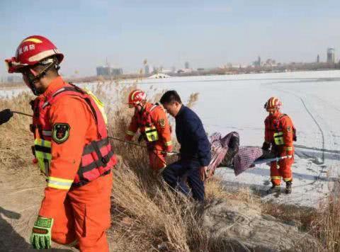 银川3男子凌晨横穿湖面遭冰面坍塌落水,两天后被发现身亡