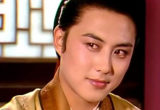 《红楼梦》里王熙凤是怎么夺贾琏的权的?